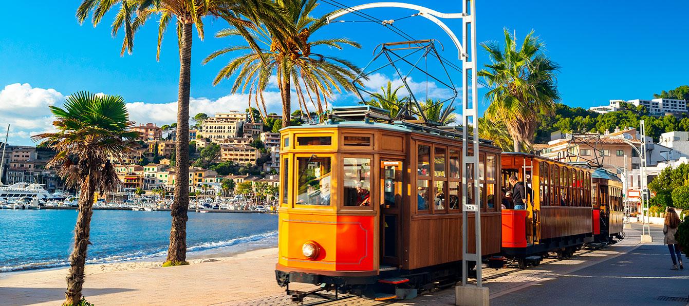 puerto-soller-tranvia-living-blue-mallorca.jpg